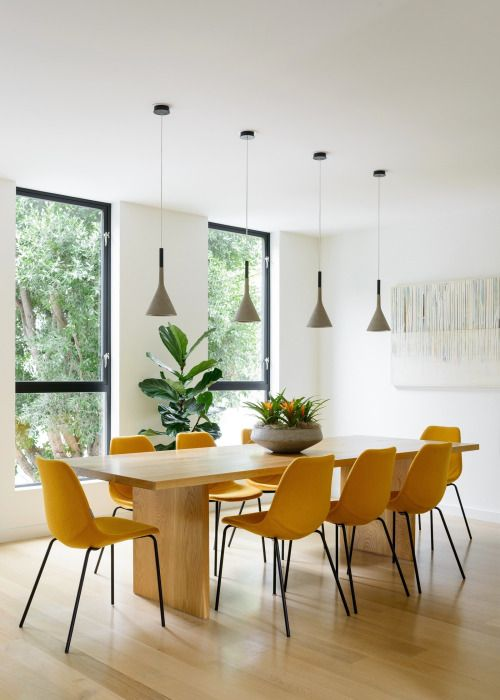 Warm and sunny vibe with yellow chairs - interesting dining room || @pattonmelo