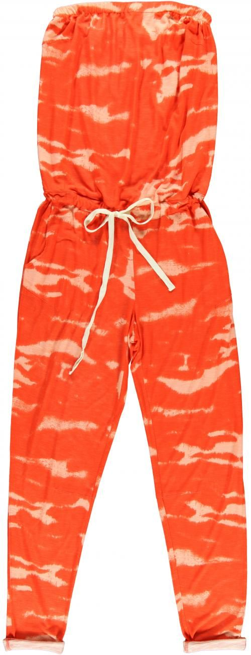 Oranje tie-dye jumpsuit - € 145 - Essentiel via Flair.be (http://www.flair.be/nl/mode/276184/jump-for-joy-in-deze-11-jumpsuits)