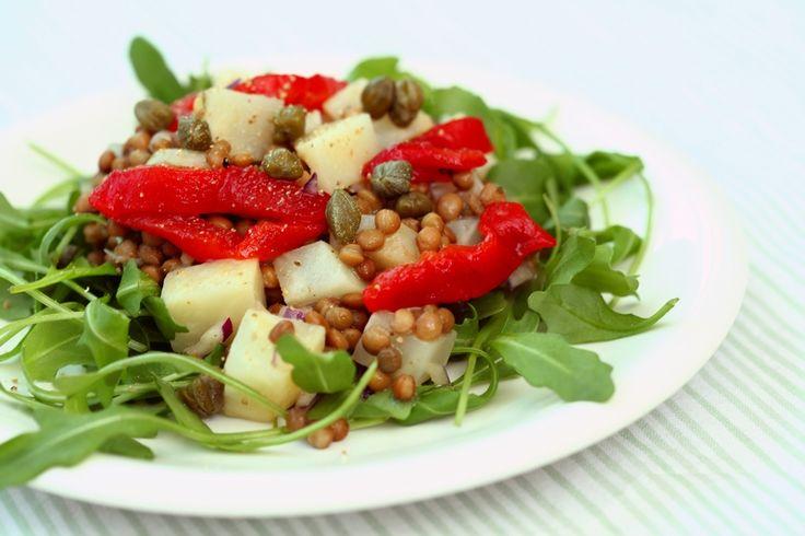 Deze lekkere frisse salade geeft ook stevige maagvulling dankzij de linzen en knolselderij.