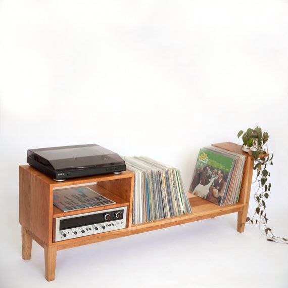 Turntable stand in action