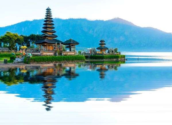 Situated looking out over Danau Beratan lake and with a backdrop of Mount Batur, this temple is one ... - sydeen/123RF
