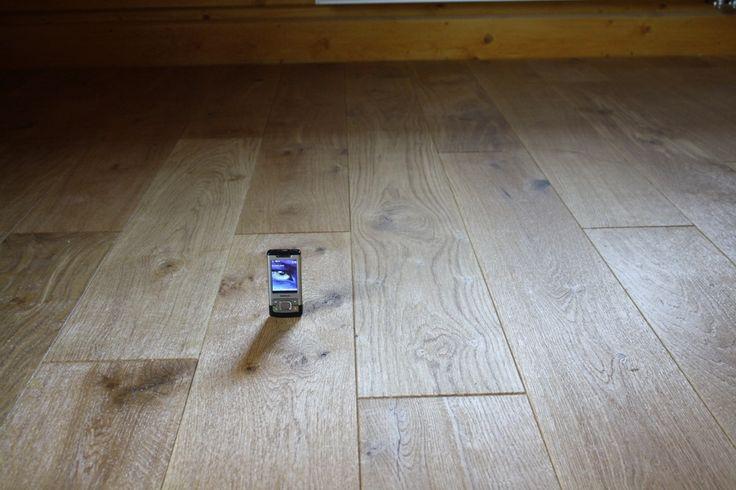Dřevěné parkety a podlahyjsou originálním a kvalitním řešením, které ocení i následující generace. Masivní parkety patří stále mezi velice oblíbený druh dřevěných podlah.  Lidé na masivních parketách oceňují především to, že jsou zcela přírodní, mají jako podlahy opravdu dlouhou