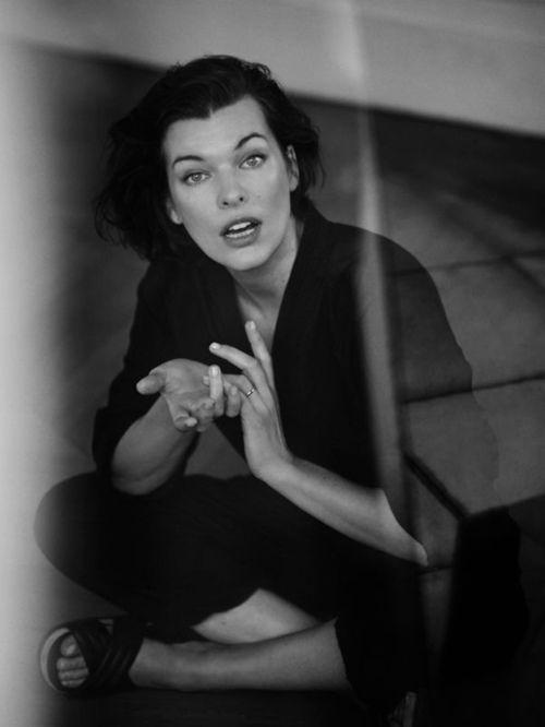 Annemarieke van Drimmelen fashion editorial portrait black white Milla Jovovich