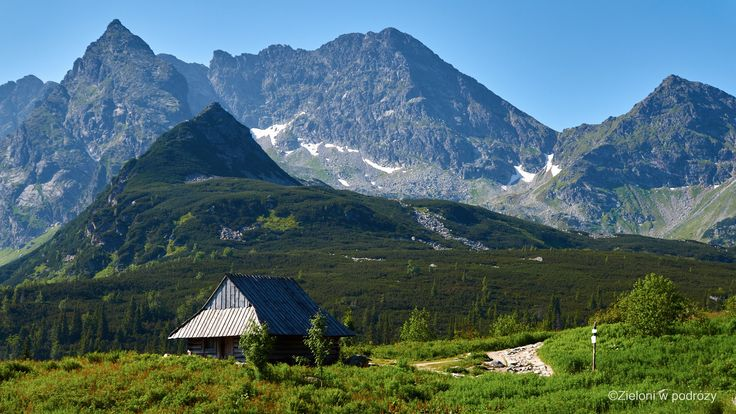 Taki widok przykuł moją uwagę podczas ostatniej wizyty w Tatrach i nieustannie dręczył moje górskie ambicje. Kościelec widoczny przy lewej stronie kadru.