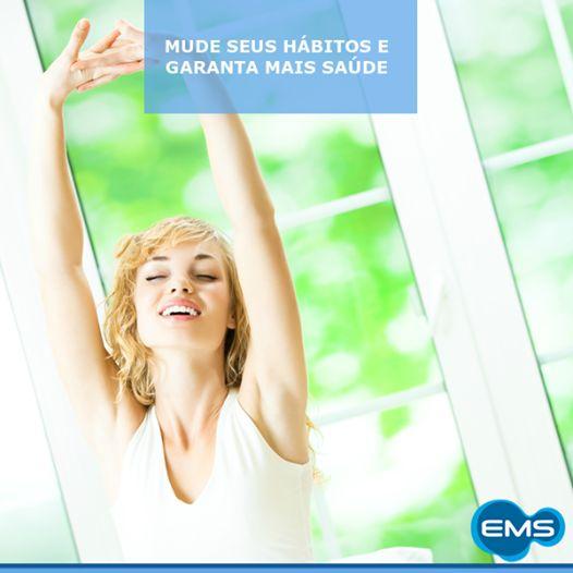 Sintomas como ronco, sono excessivo durante o dia e interrupção da respiração podem sinalizar a chamada Apneia do Sono, obstrução das vias aéreas durante o sono. Pesquisas revelam que a apneia está relacionada a problemas cardíacos, hipertensão arterial e derrames. Mudar os hábitos, emagrecer, evitar beber álcool à noite e não dormir de barriga para cima podem ajudar no controle.