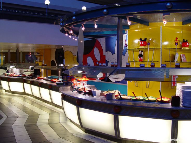 Chef Mickey - A fabulous buffet and character meal