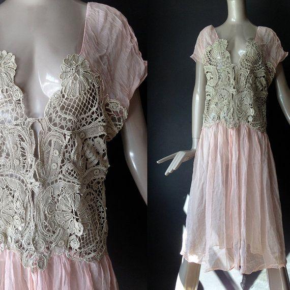 wachtstand---flapper stijl roze grijs tuniek met authentieke antieke kant--s