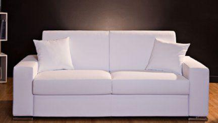 DIVANO BOSTON Da divano a letto con pochi movimenti conservando eleganza e sobrietà. BOSTON grazie a un innovativo e collaudato meccanismo si trasforma; dotato di materasso a molle e, a richiesta, anche in poliuretano espanso.