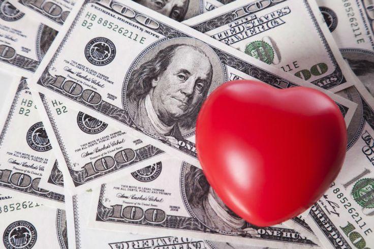 Многим людям для счастья нужны любовь и деньги. При этом некоторые не могут определиться, что именно для них важнее – успешная карьера с большой зарплатой или счастливая семья.Знайте любовь дороже денег!❤️👍