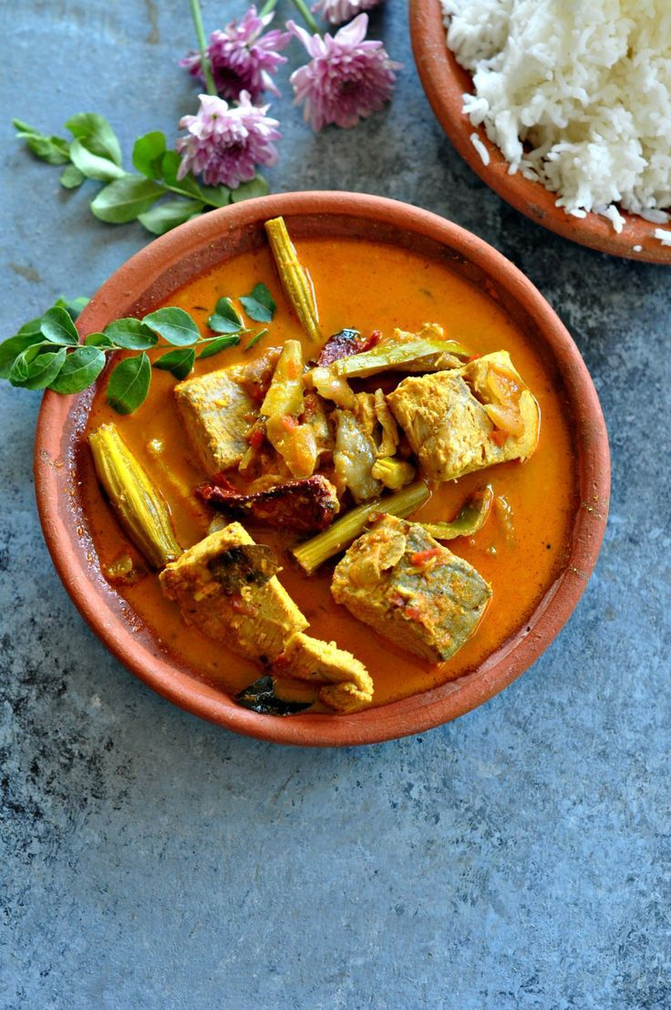A delicious and easy fish curry recipe with drumsticks and raw mango. Spicy, tangy and all kinds of awesome!