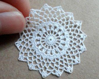 Miniaturas crochet tapete en color blanco y azul 1:12 por MiniGio