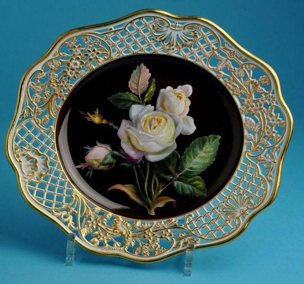 ** Talíř - černý porcelán s malovanou bílou růží a zdobeným zlaceným okrajem ♣ Míšeň **