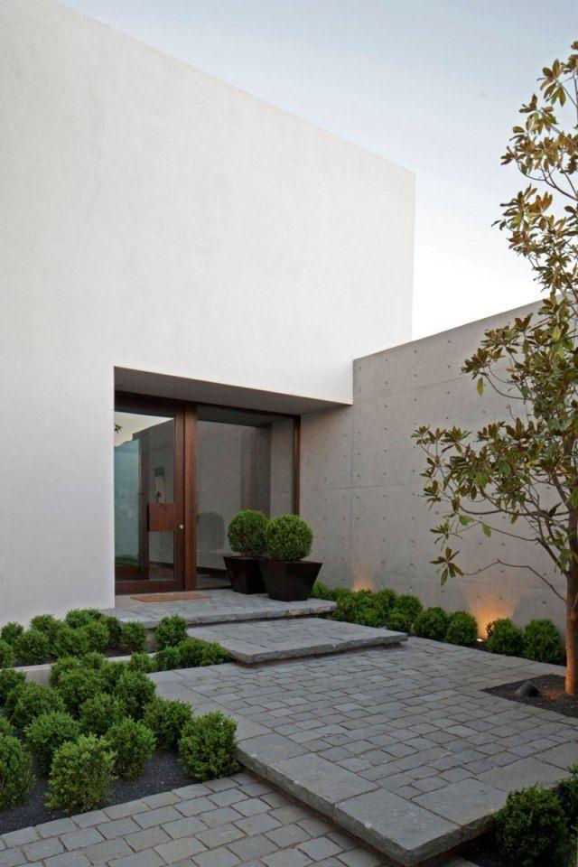 haus eingang vorgarten landschaft design bodenleuchten buchsbaum kugeln
