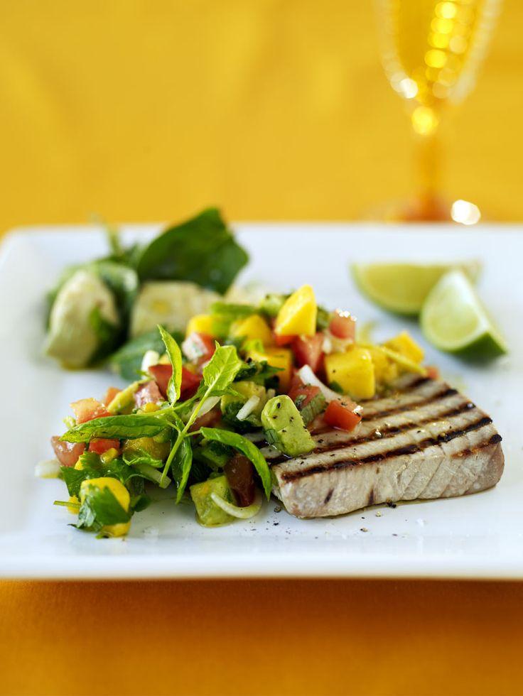 Grillad tonfisk med frukt- och avokadosalsa | Recept.nu