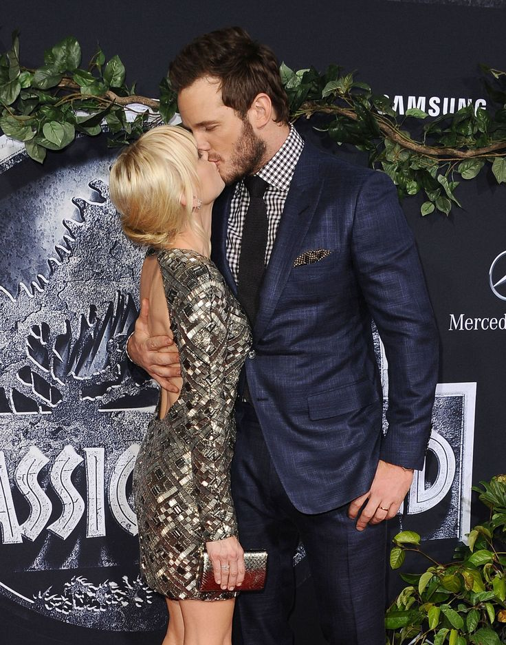 "Anna Faris: Chris Pratt Cheating Rumors Were ""Weirdly Stinging"""