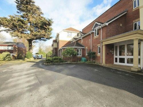 A modern one bedroom ground floor apartment, set in beautiful communal gardens in a popular location within easy reach of the amenities of Lymington town.