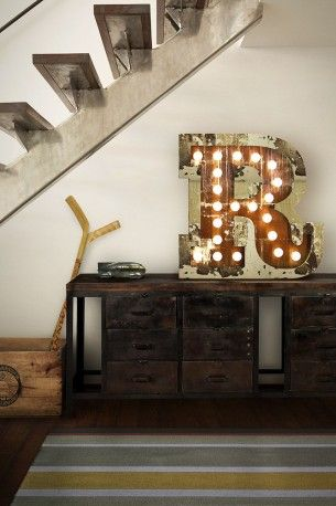 The shabby looks of this light up letter Las Vegas marquee lamp are no reason to be ashamed, carefully torn and worn rusty pieces of steel shaped by craftsman give each one of these letters a industrial funky soul. Vintage lighting from smithers