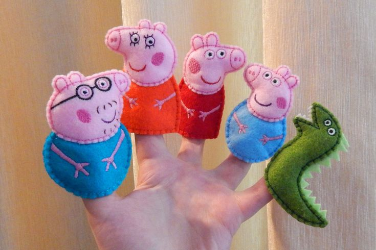 Peppa pig family finger puppets. Felt finger puppets. 5 finger puppets set. Finger family. Animal finger puppets. Felt Peppa pig toys. Gift for children. Felt Peppa pig family finger puppets with mr. Dinosaur. With finger puppets children will be interested to play alone and together