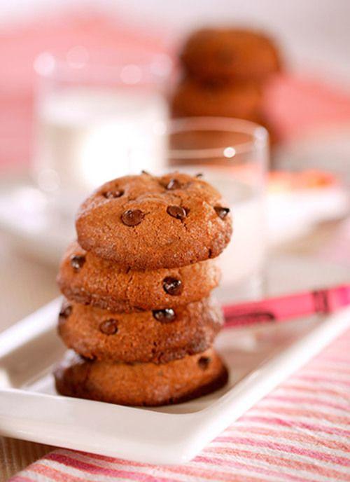 Las galletas de chips de chocolate son ideales para compartir con los niños. Puede prepararlas con anterioridad y conservarlas en latas metálicas o frascos de vidrio.