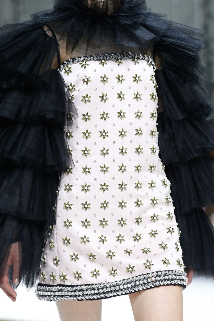 See the Giambattista Valli Fall 2016 Couture collection close up.