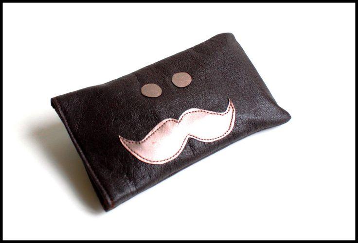 Étui Mr. Moustache pour smartphone en simili marron et bronze