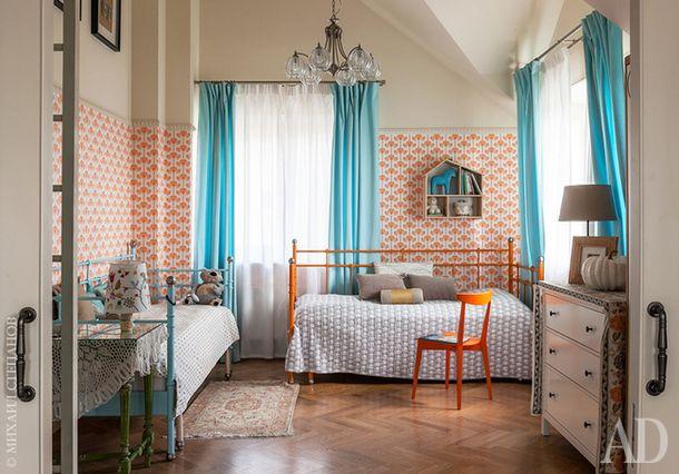 Детская комната. Перекрашенные кровати Ikea. Комод The Idea. Зеленый стол антикварный.