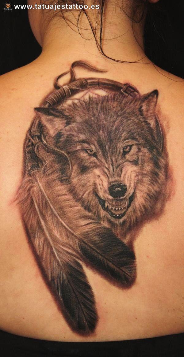 Tatuajes de lobos en la espalda manualidades pinterest for Wolf tattoo with feathers