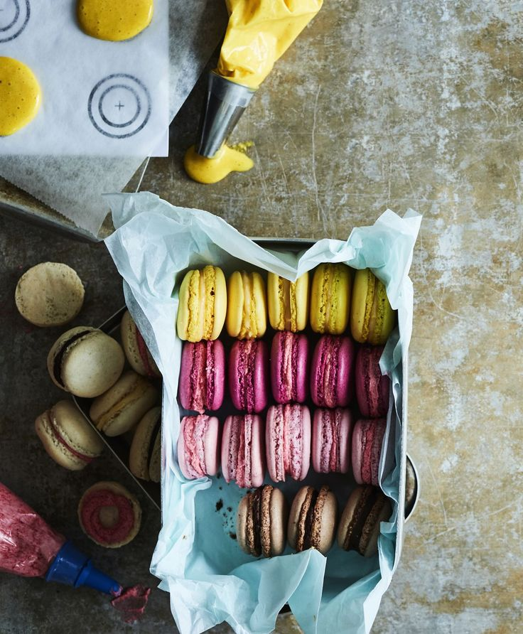 Jos luulit, ettet ikinä onnistuisi macaron-leivoksissa, tartu tähän ohjeeseen! Takuuvarma resepti on viimeisen päälle testattu. Tarvitset tarkan...