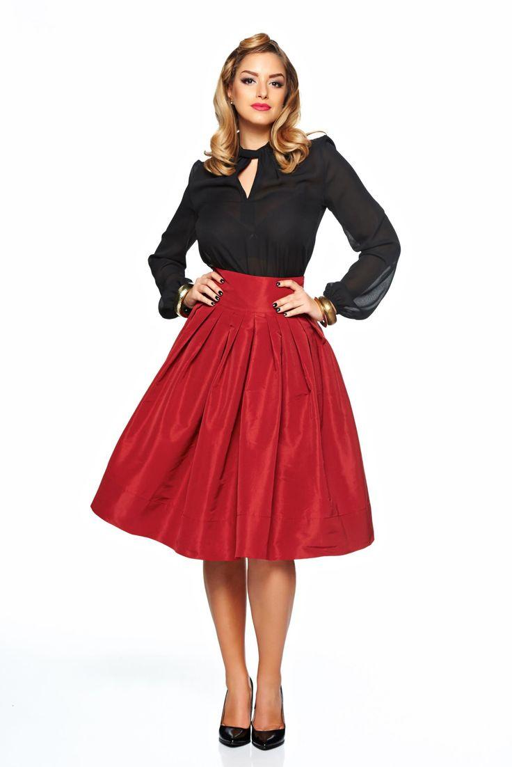 Fusta Daniella Cristea Fantastic Lady Burgundy. Fusta eleganta tip clos, asortata cu o camasa sau o bluza eleganta este alegerea ideala pentru a crea o tinuta extravaganta. O poti purta la ocazii deosebite din viata ta.
