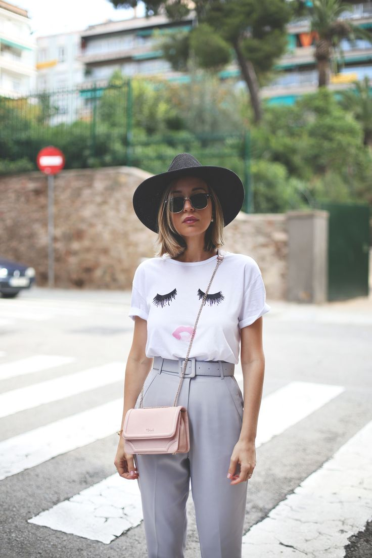 lips tee and wigh waist pants! Fashion and lifestyle blogger. www.myshowroomblog.es