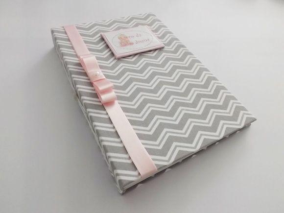 Livro/Diário do bebê chevron cinza rosa