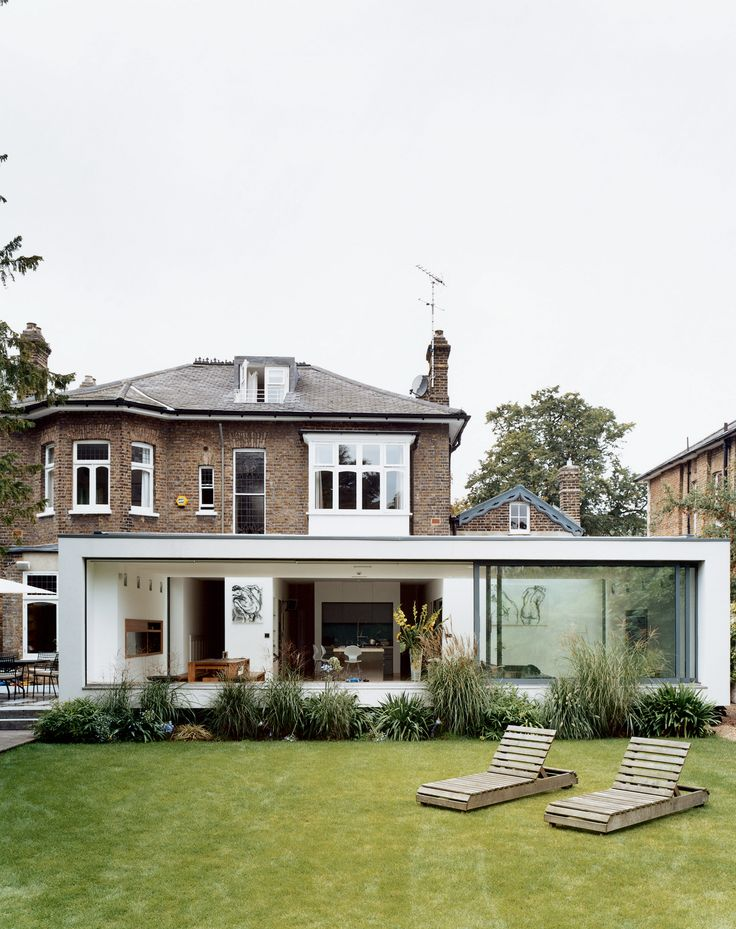 Architect Gregory Phillips created an airy addition for a Victorian just outside London, which opens out onto a decidedly nontraditional English garden—a large lawn bordered by exotic palms, bamboos, ferns, and other flamboyant foliage.