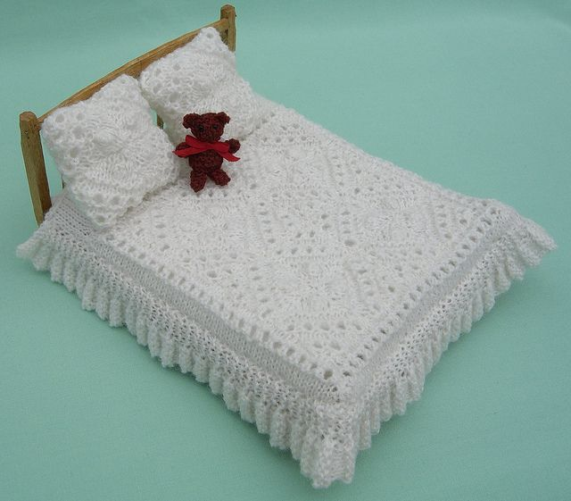 Free Knitting Patterns For Dolls House : 17 Best images about Miniature crochet on Pinterest Crochet round, Miniatur...