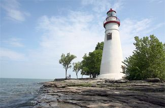 Marblehead Lighthouse is the oldest, continuously operational lighthouse on the Great Lakes. It has been featured on a U.S. postage stamp, has appeared on the license plates of Ohio's drivers, and has been added to the Ohio State Parks system.: Places To Visit, States Parks, Marblehead Lighthouses,  Pharo, Marblehead Lights,  Beacon Lights, Fav Places, Great Lakes, Lakes Erie