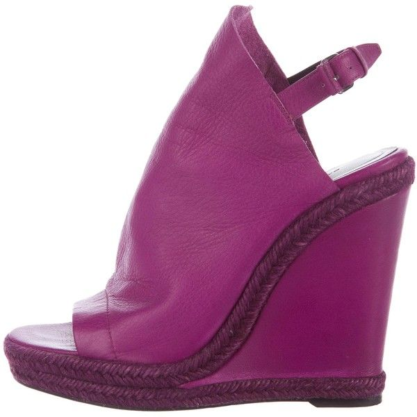 Pre-owned Balenciaga Glove Espadrille Wedges ($175) ❤ liked on Polyvore featuring shoes, sandals, purple, wedge espadrilles, wedges shoes, espadrille wedge sandals, balenciaga sandals and woven wedge sandals