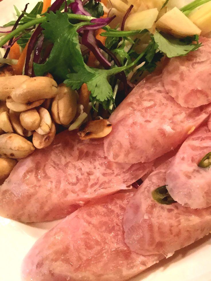 แหนมสไลส์ (Naem Salai), Sour pork sausage.