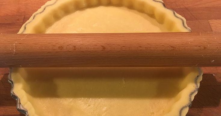 Questa è la Pasta frolla senza glutine che preferisco in assoluto per fare crostate e biscottini semplici. E' molto elastica e non si rompe...
