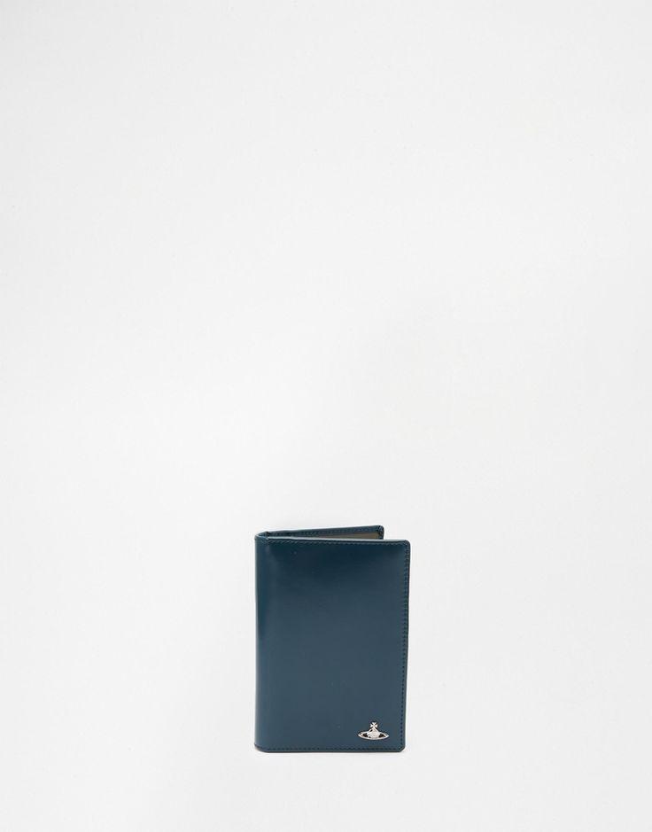 Passetui von Vivienne Westwood Obermaterial aus glattem Leder kontrastierende Innenseite mit Logo innere Einschubfächer und Ausweisfach mit geeignetem Pflegemittel behandeln 100% echtes Leder H: 14 cm/6 Zoll; B: 10 cm/4 Zoll