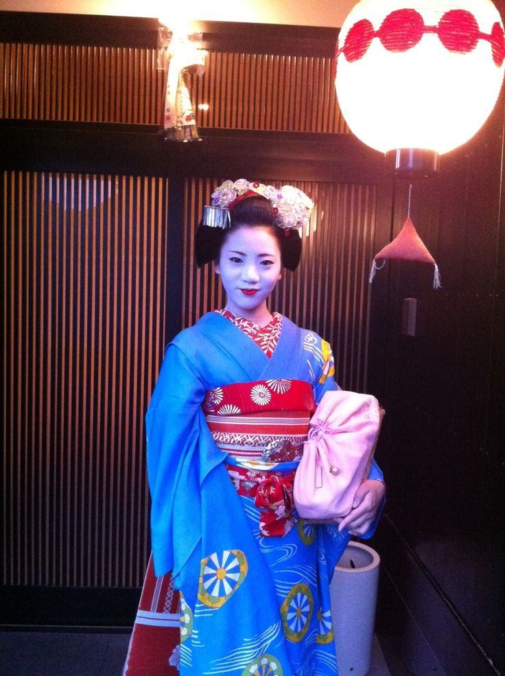 Umeraku from Umeno Okiya is sadly no longer working as an Artist. But she is a welcomed guest in the hanamachi and good friends with a lot of Geiko and Maiko. I like her cute look and her sassy attitude!