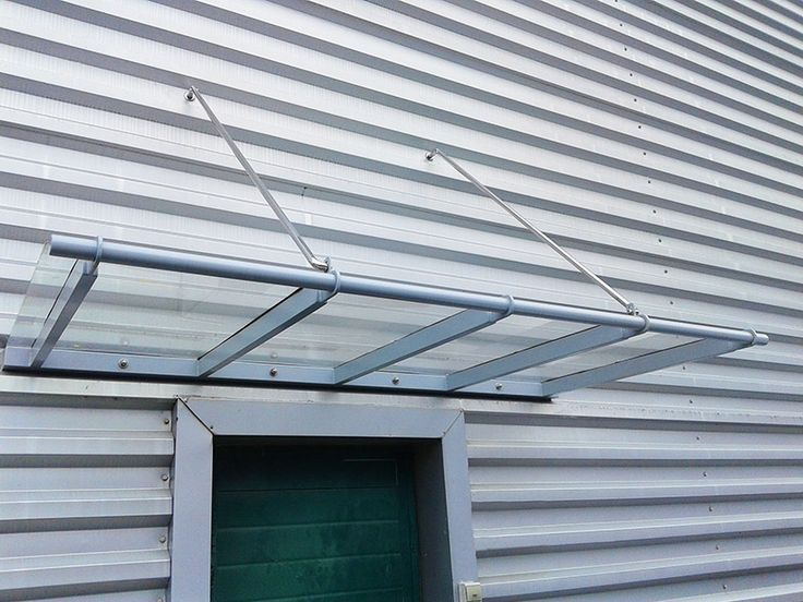 Marquesina en acero galvanizado y policarbonato compacto. Para zona de entrada de pabellón industrial. #gipuzkoa #urnieta