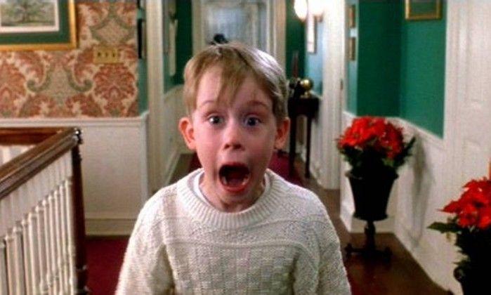 O clima de Natal já chegou. Papai Noel por todos os lados, árvores de Natal, luzes piscando. E nada mais gostoso do que, no dia 25, depois de aproveitar muito a festa, deitar e assistir um filme clássico. Se for no clima da festa então, melhor ainda.