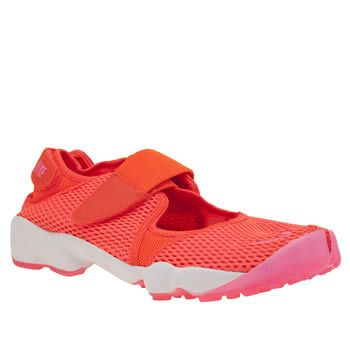Nike Orange Air Rift Breathe Womens Trainers The infamous sneaker-sandal hybrid with the split-toe arrives for modern day, updated with a Nike Tech Ultramesh upper in neon orange. The Rift is complete with adjustable touch fastening straps for a http://www.MightGet.com/january-2017-13/nike-orange-air-rift-breathe-womens-trainers.asp