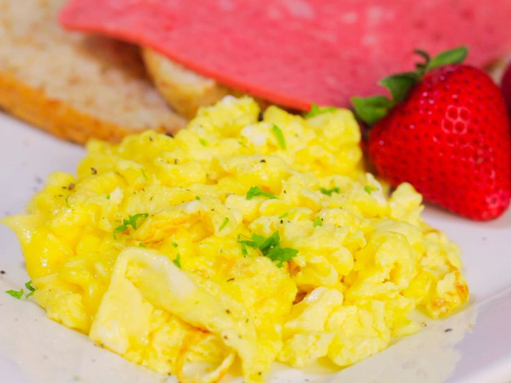 Scrambled eggs are a quick, easy and popular breakfast dish. It is called the perfect English Breakfast and is absolutely delicious. Eggs are tasty, easy to prepare, and fit in with nearly any meal. Prepare the eggs. Break two eggs per...