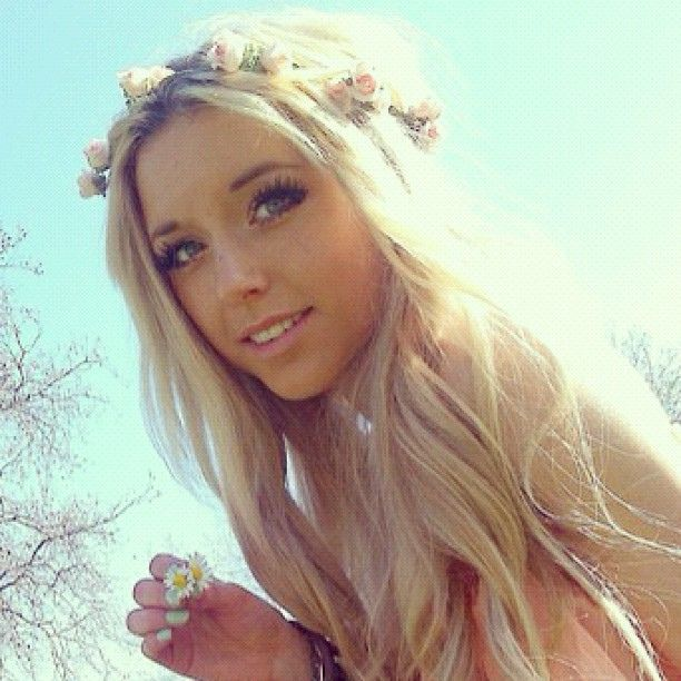 pretty blonde hairstyles : ... pretty?? Girls, Hair Styles, Flower Crowns, Blonde Hair, Blue Hair