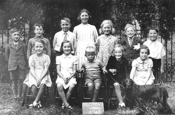 Enfants : Photo:Muston School in 1940.