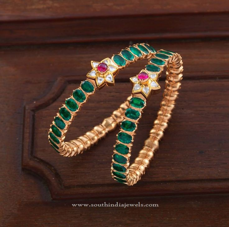 Gold Bangle Set for Sarees, Gold Bangle Designs for Sarees, Gold Bangle Models for Sarees.