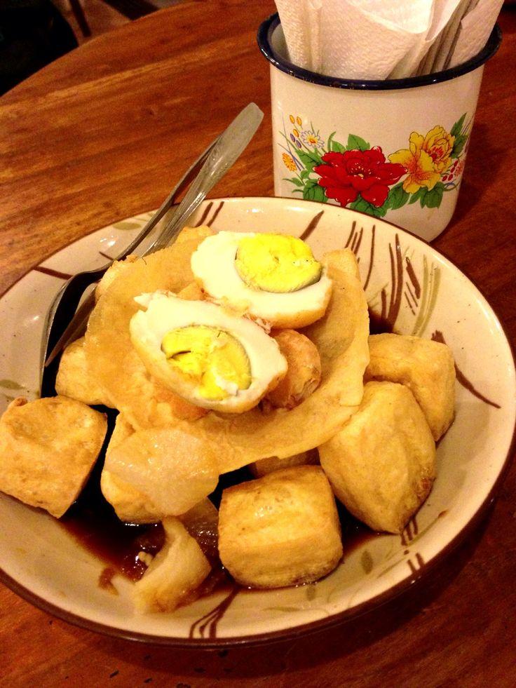 Tahu Pong a typical cuisine from Semarang, Central Java. Copyrights Vivi Kembang Tanjoeng.