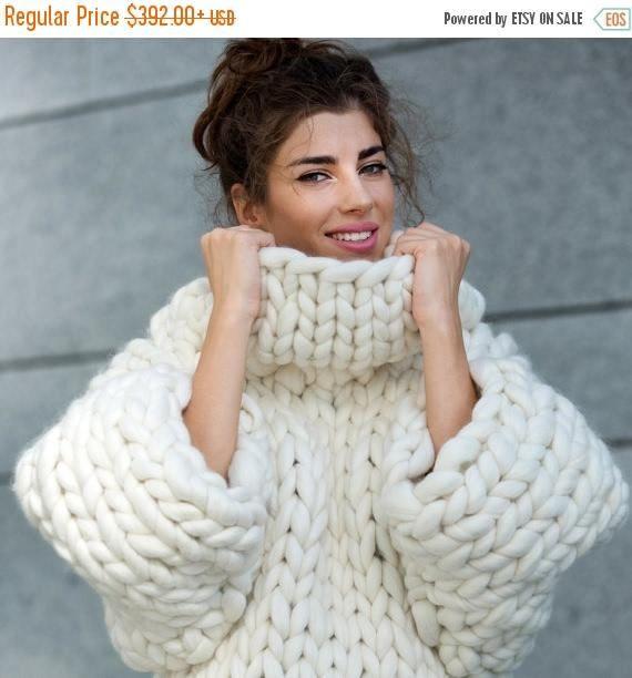 Establecer la tendencia de esta temporada con nuestro suéter de Marshmellow con estilo y cómodo grueso debe tener en una plétora de colores vivos. ¡Elija su tono favorito, envuélvase para arriba en la mejor lana merino y pintura los días invernales en los colores de su estado de ánimo de ir!  LAVADO Limpieza en seco Su suéter se debe a un tintorería profesional para garantizar la calidad superior de su suéter se mantiene sobre la limpieza.   ENTREGA Toma aproximadamente 1-2 semanas (a veces…