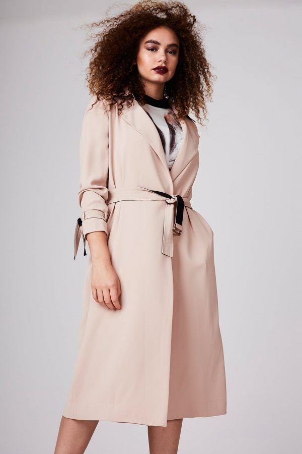 Looking for a stylish plus size trench coat to add to your wardrobe? Well, we found 8 chic and classic plus size trench coats sure to refresh your look and get you through these chilly months.  The dreary days of winter are almost over. Time to update your look.   Coat Update: 8 Plus Size Trench Coats You Need Now! http://thecurvyfashionista.com/2017/02/spring-plus-size-trench-coats/