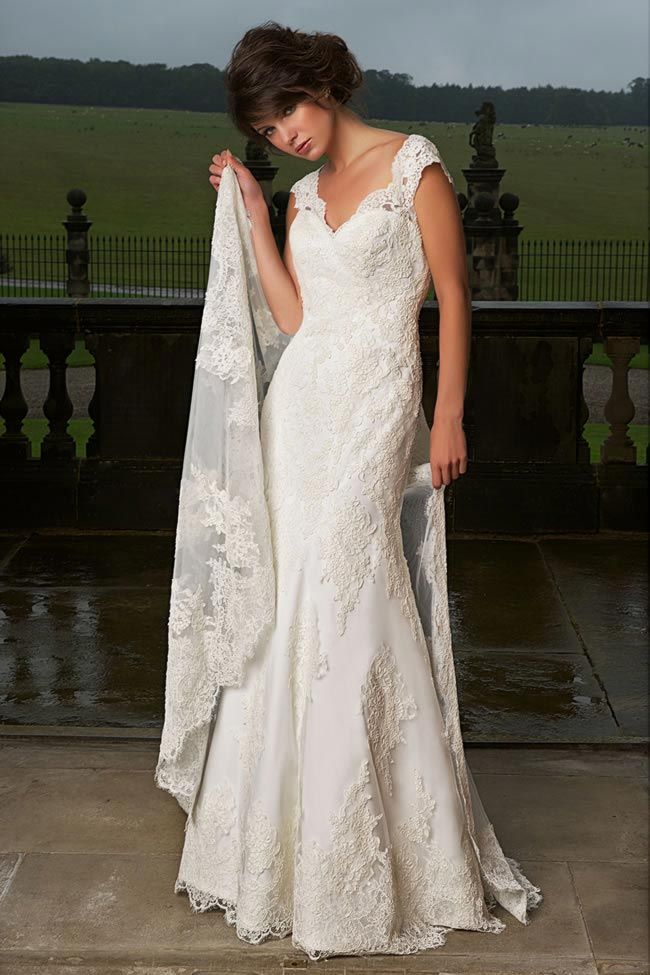 252 best wedding dress images on Pinterest   Wedding dressses ...